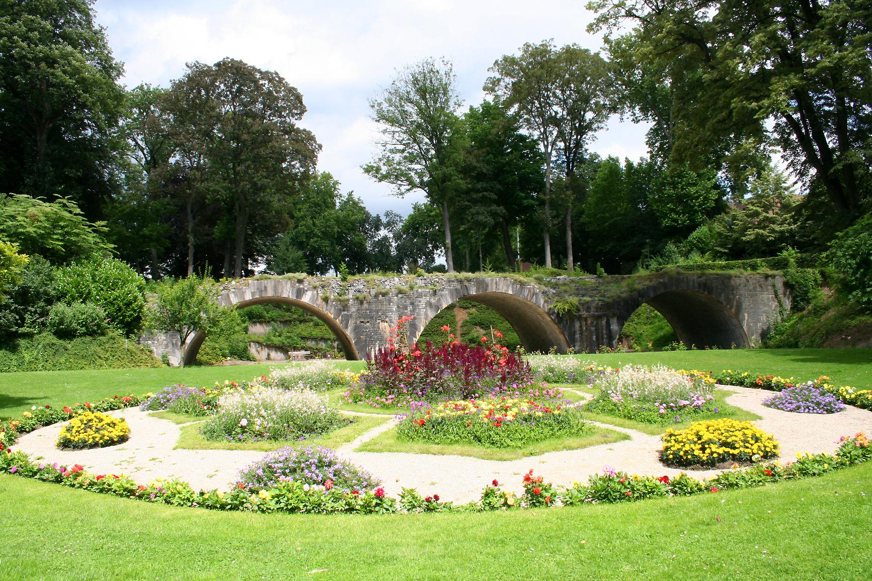 Parcs et jardins visit namur office du tourisme de namur for Jardin et parc 78